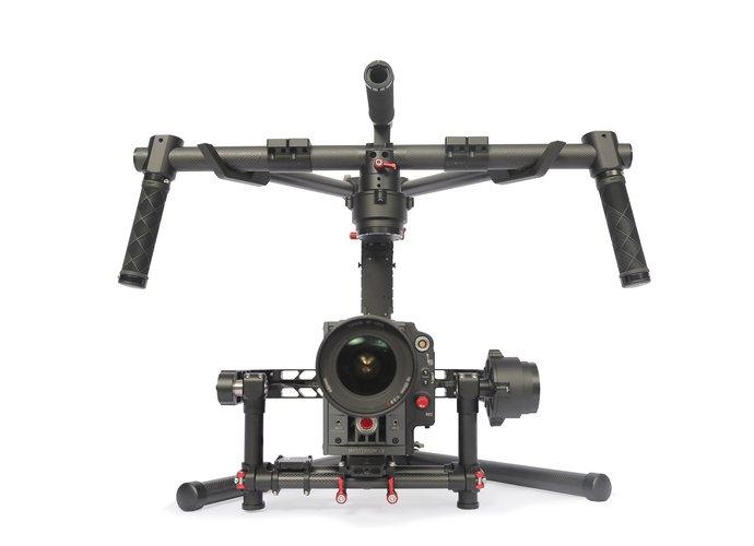 DJI Ronin permette di ottenere filmati di alta precisione anche su aereomobili in volo